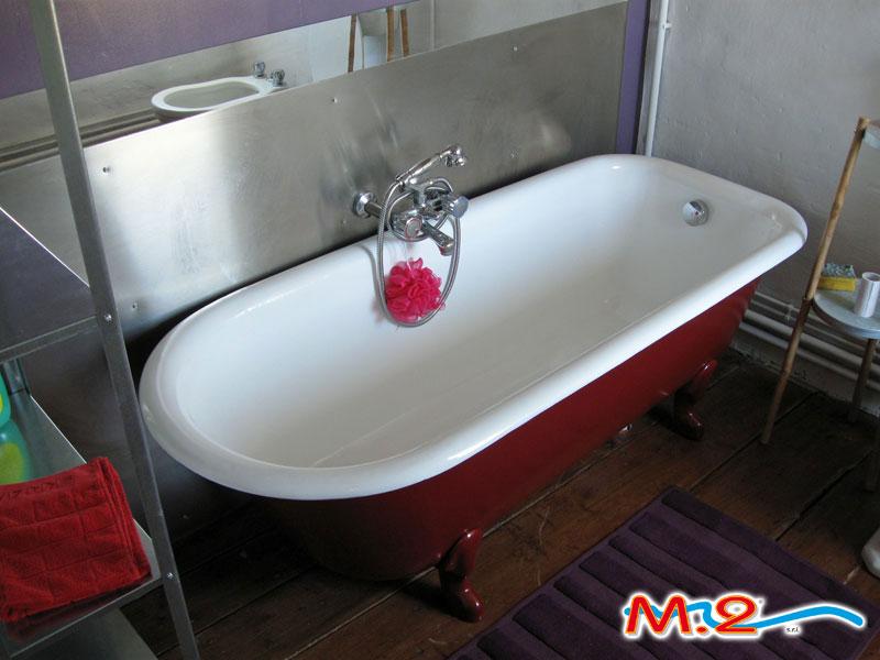 Vasca Da Bagno Piccola Con Piedini : Rismaltatura vasche da bagno m.2 trasformazione vasca in doccia e