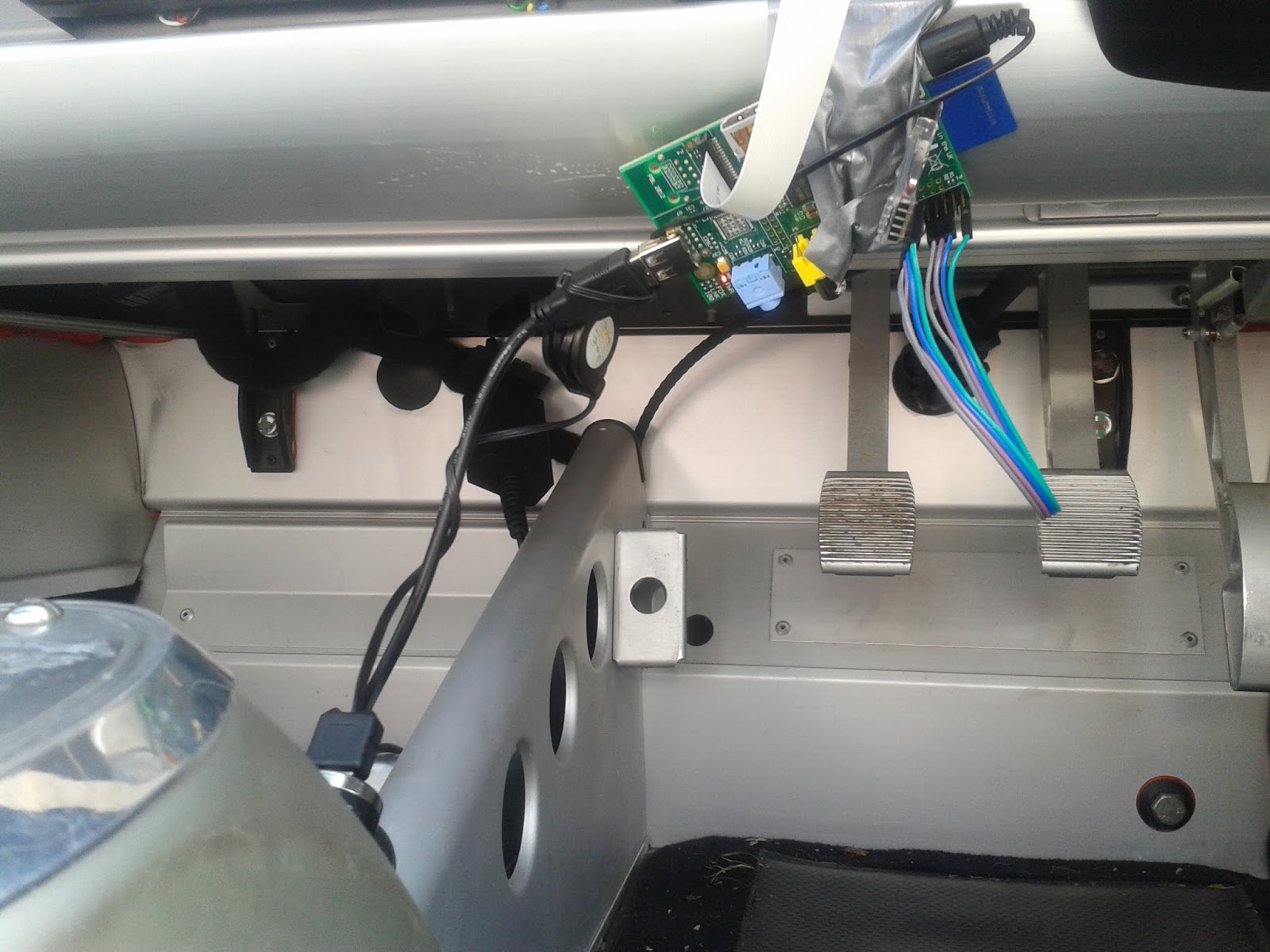 Raspberry Pi Car Cam overlaid with OBD data