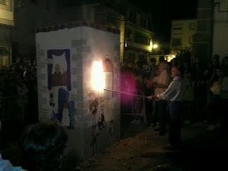 Alejandro Romeo enciende la hoguera de San Juan