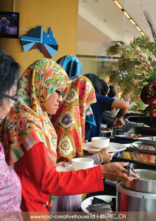 Sesi makan-makan KOPI SUSU Warung Blogger