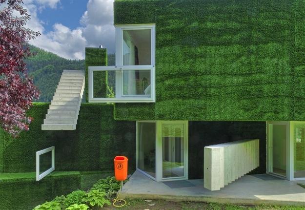 في النمسا واحد من أغرب المنازل التي شيدت وتم تغطيتها بالعشب الأخضر Grass-Covered-House-in-Frohnleiten-by-ORTIS-GmbH-16