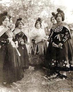 Mujeres de Candelario Salamanca en los años treinta