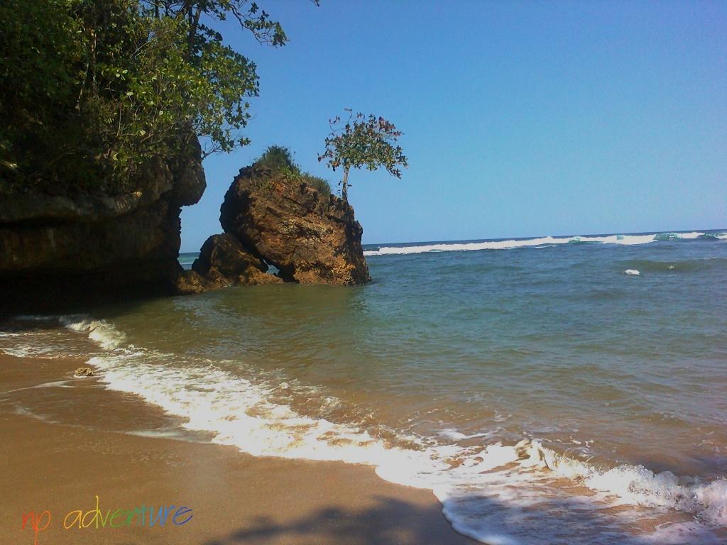 Pecinta Pantai Bersiap, Yuk Kunjungi Pantai Ngeledakan Ciut Malang!
