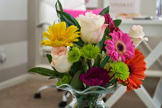 bright-office-flowers-daisys