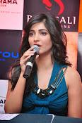 Shruti haasan glamorous photos-thumbnail-6