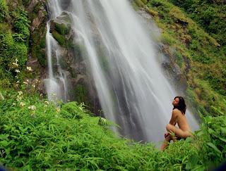 thieu nu nude tren rung xanh tay bac 001 Thiếu nữ nude trên rừng xanh Tây Bắc