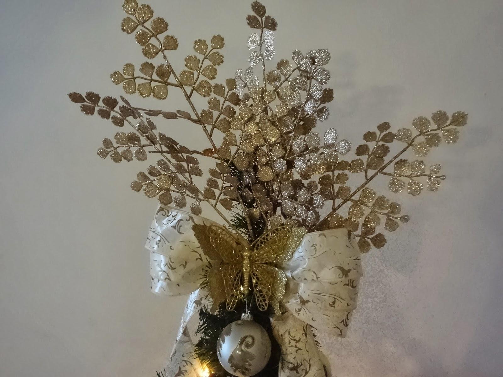 decoracao arvore de natal dourada:Natal chegou no Decore Criativo , pois usamos apenas bolas, laços de