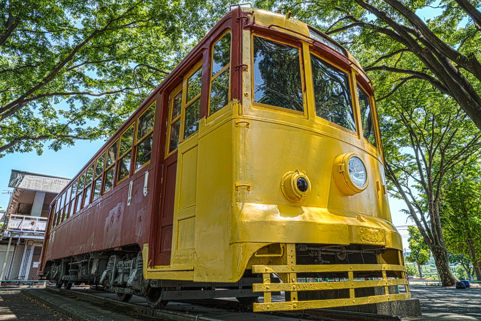 ローアングルで撮影した東京都交通局6000形電車6191号の写真 HDR