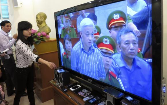 http://kimedia.blogspot.com/2014/04/tycoon-on-trial-as-vietnam-counts-cost.html