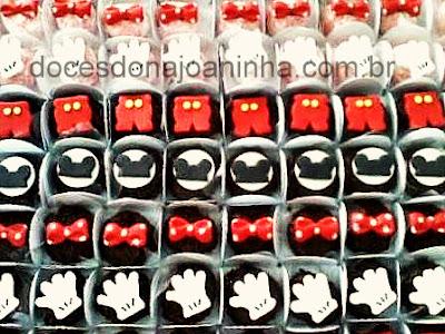 Docinhos decorados Mickey e Minie: brigadeiro, beijinho, mini pão de mel