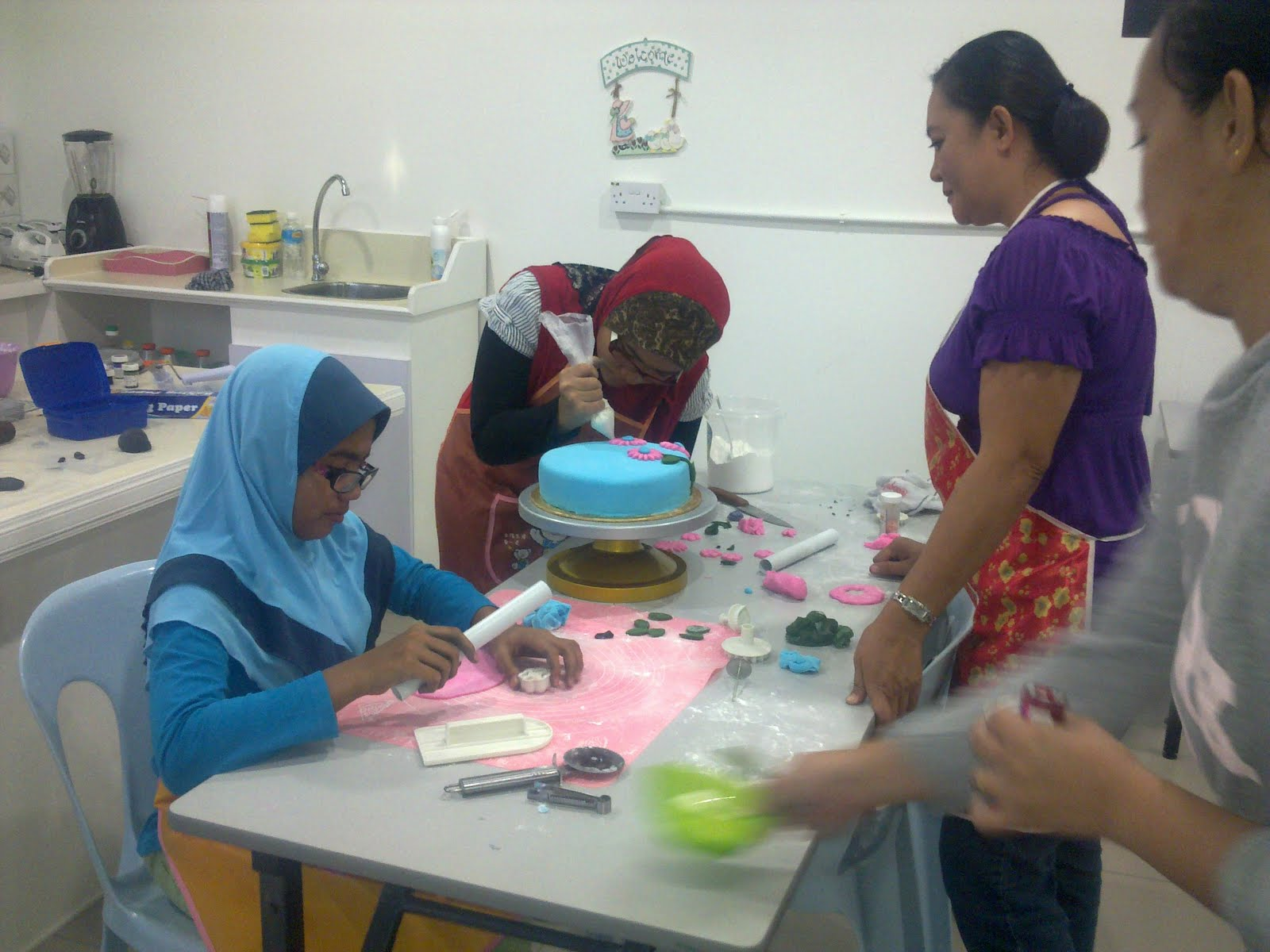 Mini Delicious: Kids Baking and Cake Decorating Class.