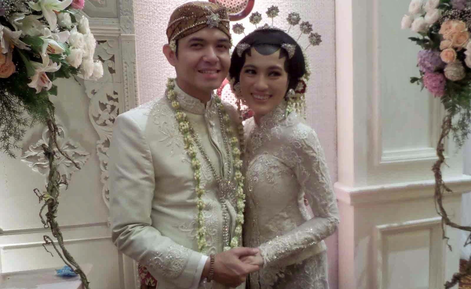 Foto Pernikahan Dude Alyssa