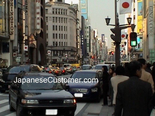 Japanese customers in Ginza, Copyright Peter Hanami 2005