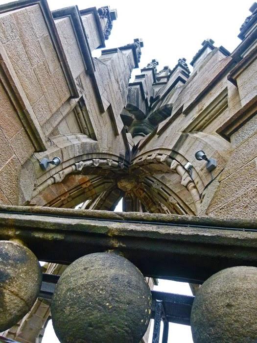 Crown top, memorials, Scotland, visit Britain