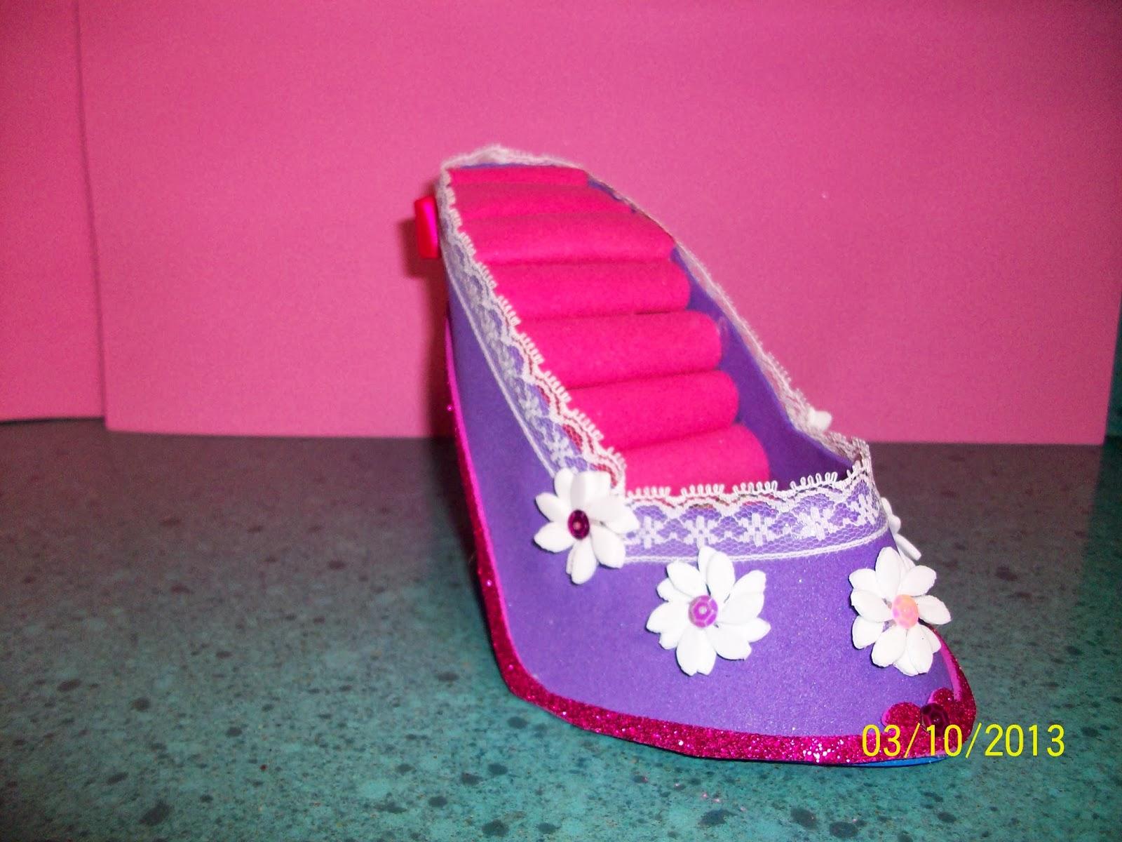 El zapato joyero sale por 10 Euros y es un regalo muy original .