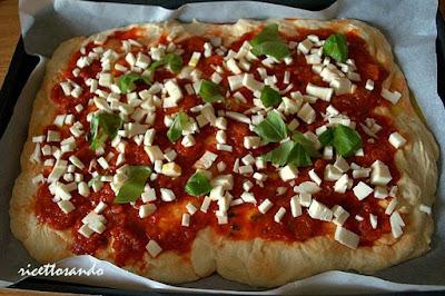 pizza soffice con lievito madre prepariamo la farcitura