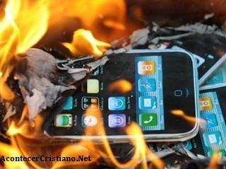 Rabino de Israel llama a los judíos a quemar iPhones