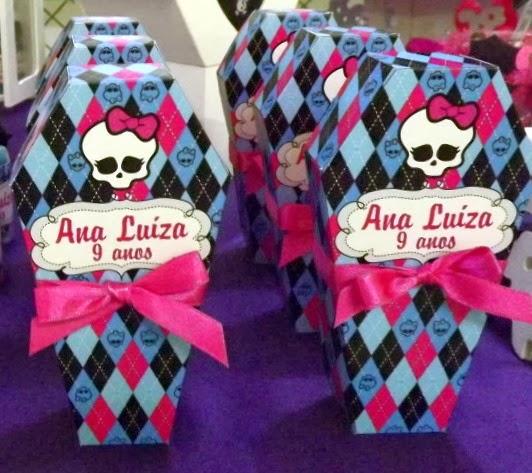 Cajas ataúdes con los colores de Monster High.