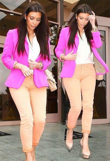 Love everything about ths color block. The magneta blazer with the light peach pants are a fab combo. Kim never disappoints.