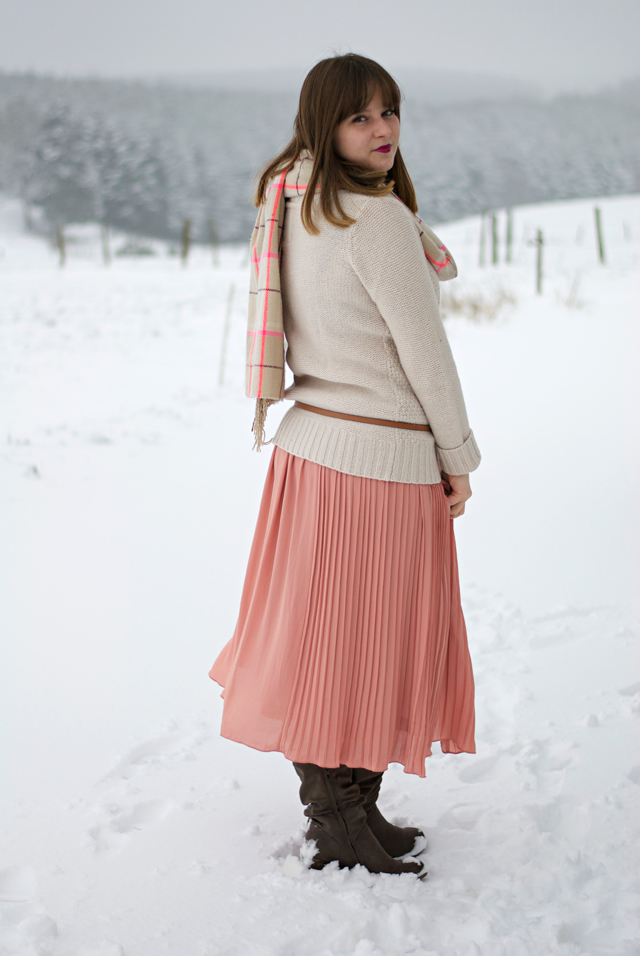 pastel outfit snow winter