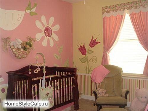 Decoracion Recamaras De Bebes ~ Dormitorio para una beb? con un mural precioso con fondos de las