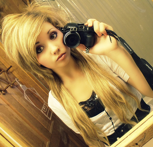 Emo Blonde Hair Fashion