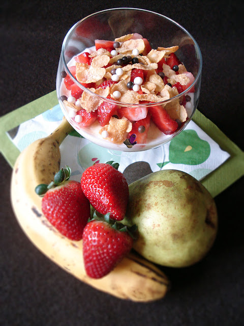postres de cuchara, chocolate, cereales, fruta, yogur griego,