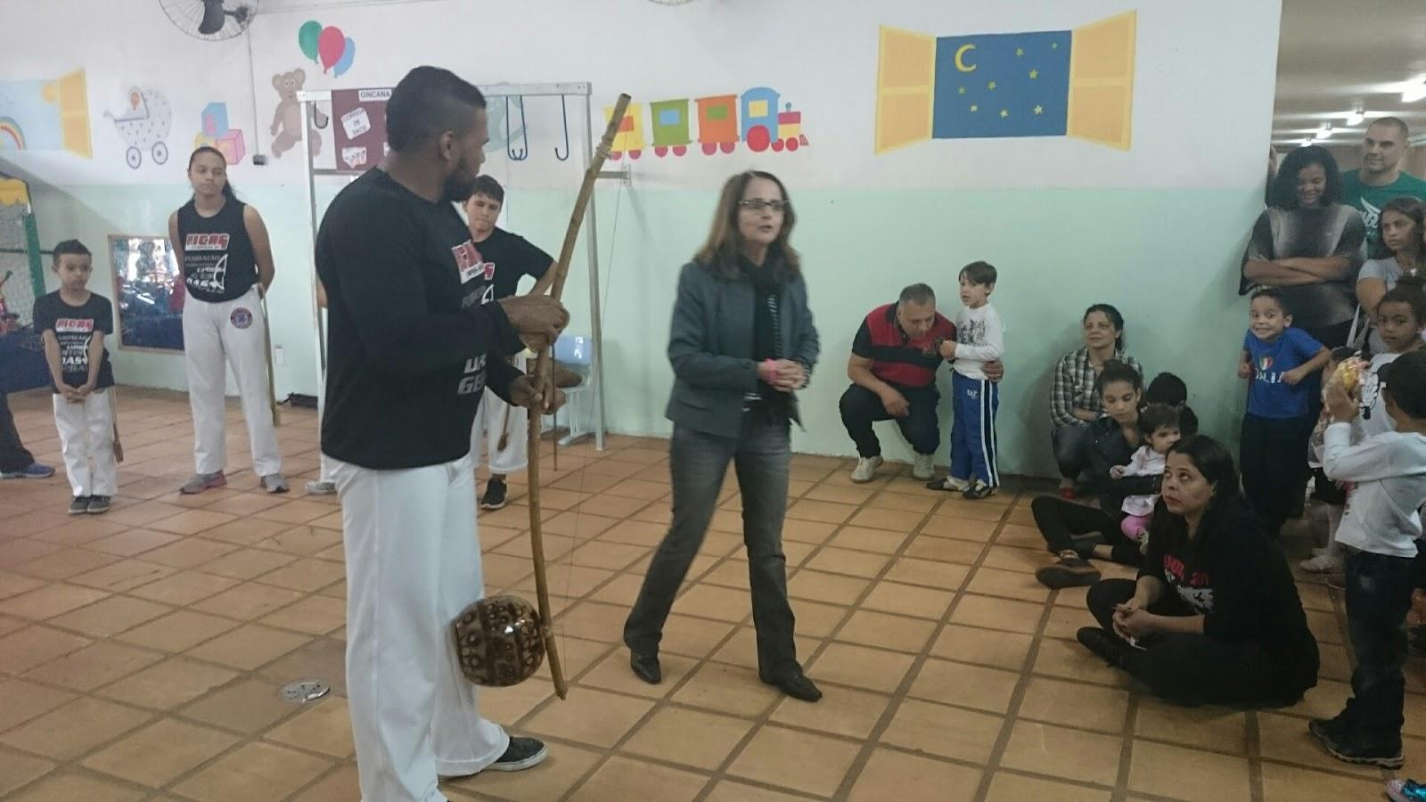 Apresentação grupo de capoeira  na Festa da Família