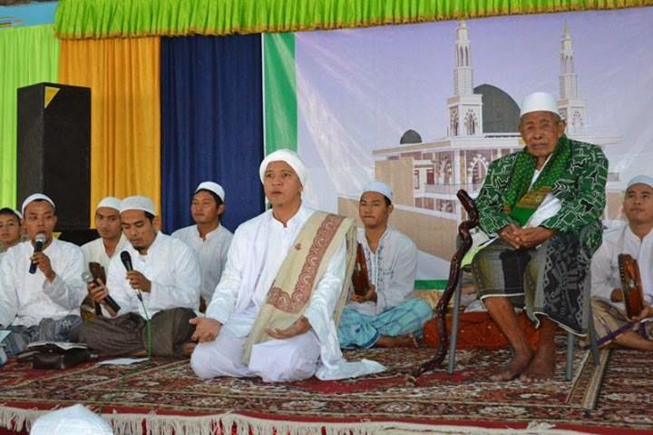 "Tabligh Akbar Tabuh 1000 Rebana dan Launching buku ""SYUKUR"" karya Habib Naufal bin Muhammad Alaydrus 18 Mei 2014"