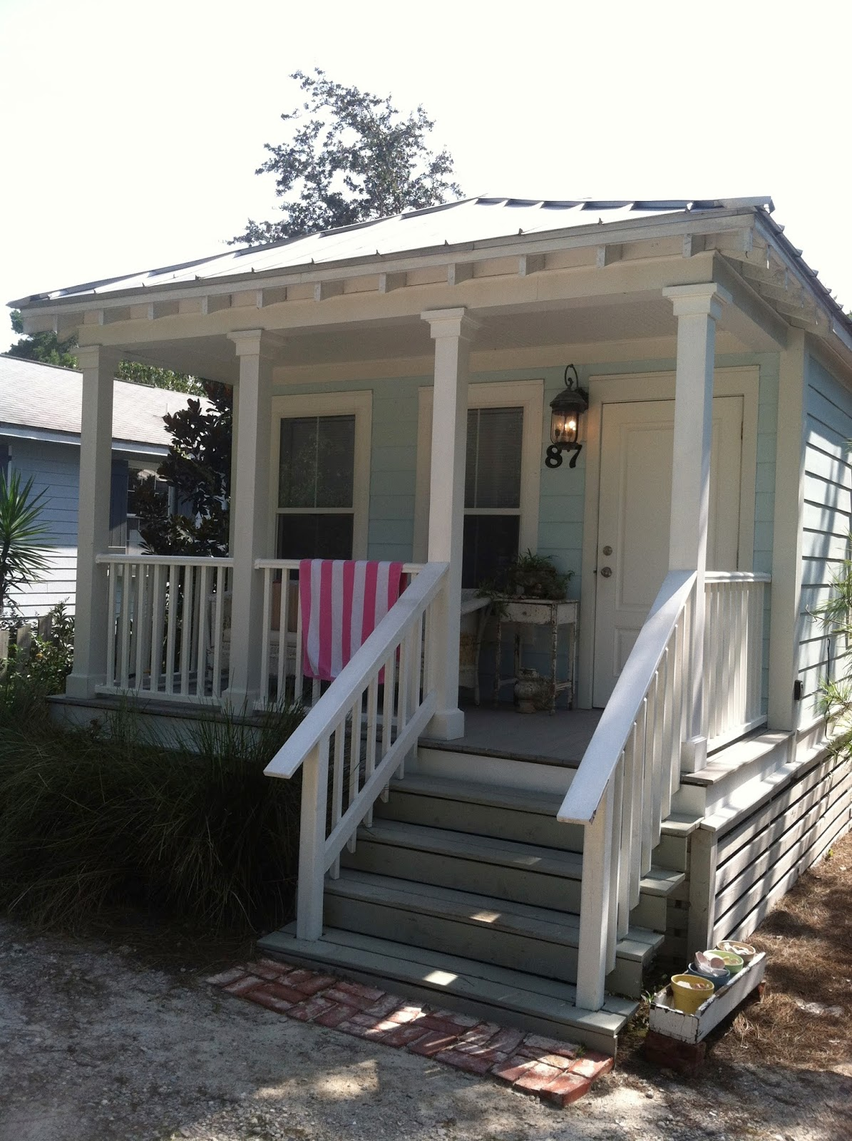 Myrtle 39 s dream a vintage beach cottage living with for Classic beach house designs