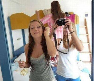 ilusion optica de chica desnuda con sus amigas