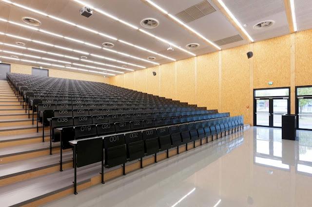 10-Lecture-Hall-by-Deubzer-König-Rimmel-Architekten