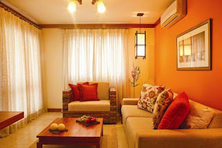 soggiorno con colori caldi immagine
