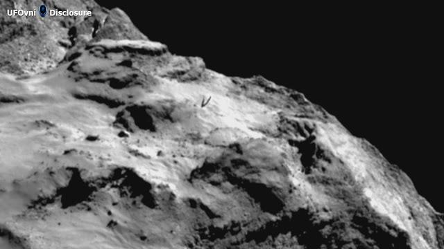 Extraterrestre antenne intégrée qui sort de P67 comète
