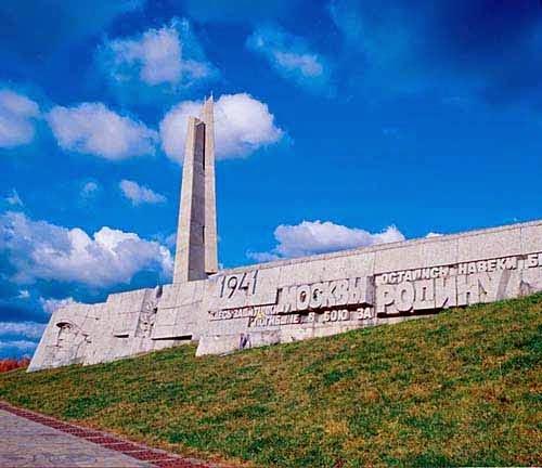 Мемориальный комплекс из двух видов гранитов Ельня Мемориальный комплекс с крестом Россошь