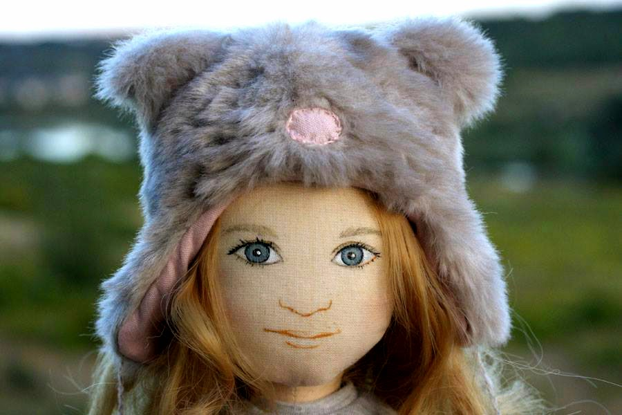 furry hat, look alike dolls, ANY LOOK-ALIKE DOLL ENTHUSIASTS OUT THERE?