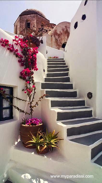 Escalera exterior en Santorini