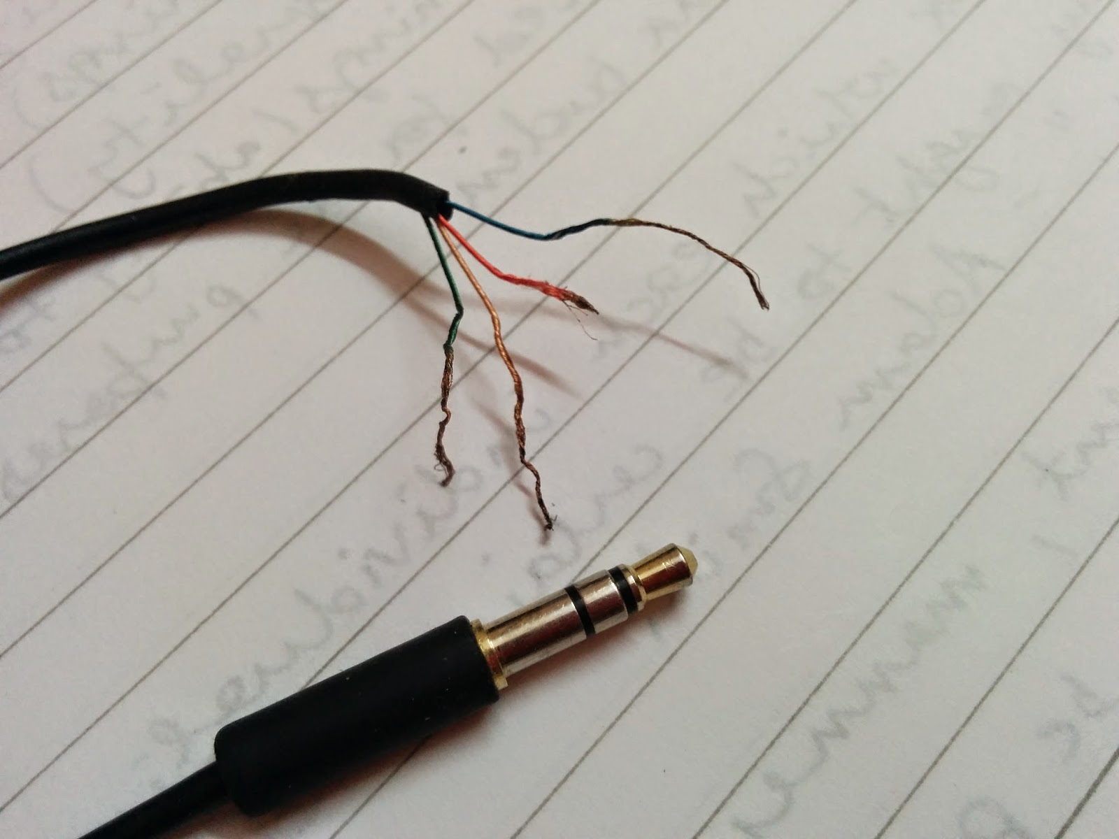 stupid tok how to make your own aux auxiliary cable rh stupidtok blogspot com aux cable wiring diagram aux cable connection