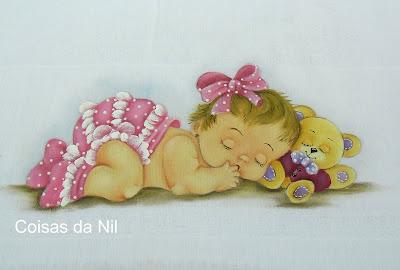 fralda pintada para menina com bebe deitada e ursinho