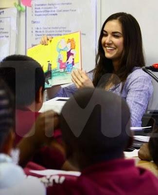 sasha grey le lee cuentos y libros a estudiantes de primaria