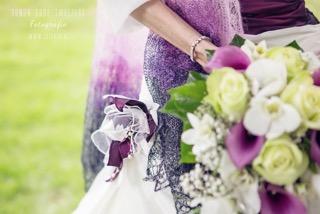 Foto van bruid:met een stola van gebreidesjaals
