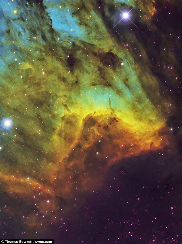 سديم البجع يشبه الصورة التي صورتها ناسا