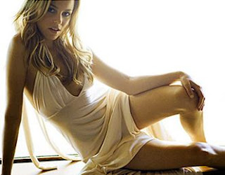Elizabeth Banks Hot American actress Pictures, Wallpapers, Images, Biography, Filmography, News, Facebook, Videos