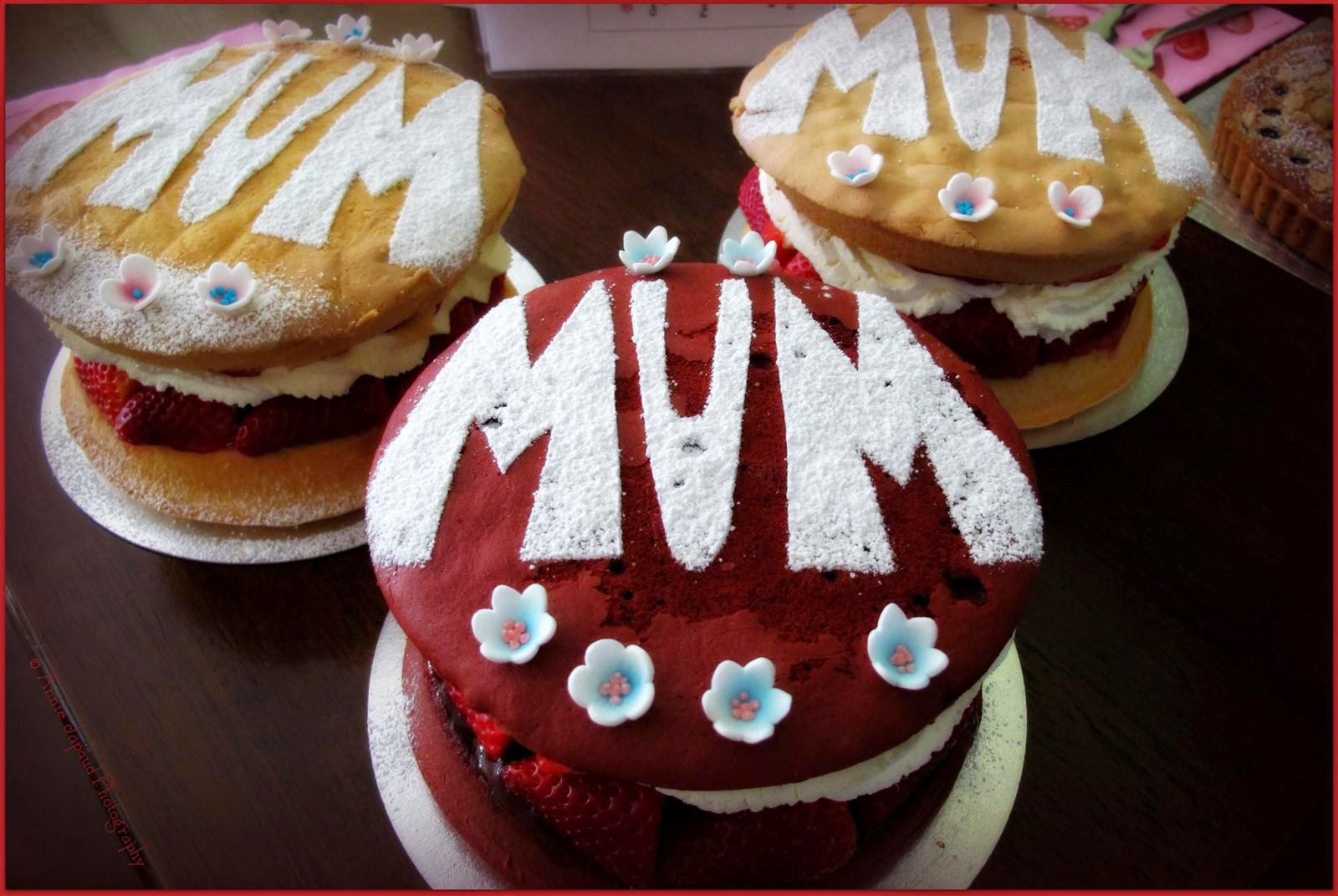 Victoria sponges decorated with flowers and mum written on top
