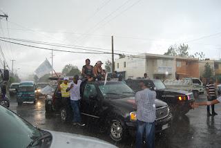 Perredeístas Oriental III desafían la lluvia y se lanzan a las calles en majestuosa caravana