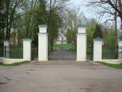 BAisogalos dvaro vartai