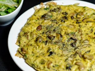 Omelette aux escargots et aux cèpes