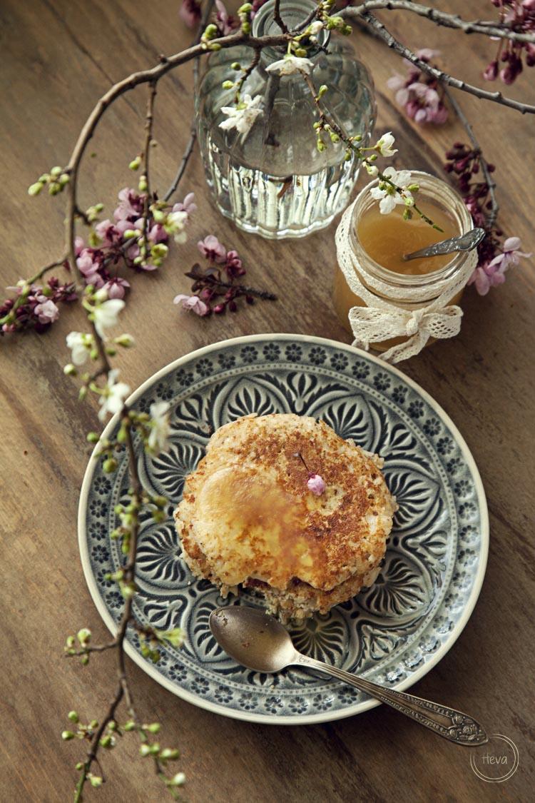 Pancakes de arroz y almendra con sirope de limón