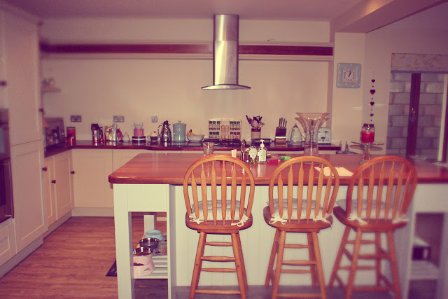 Home decor our kitchen living area anna saccone joly for Anna decoration in home