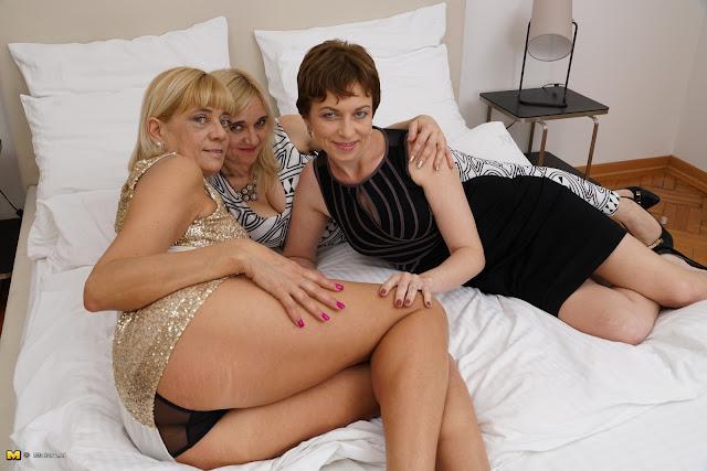 Housewives lesbian